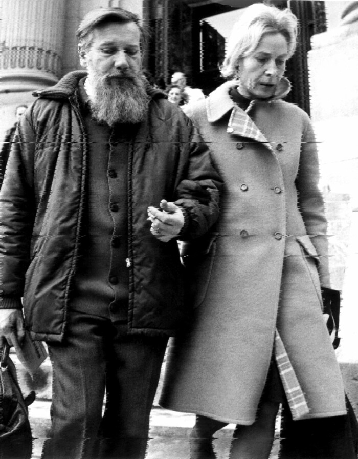 """Der russische Schriftsteller und Literaturkritiker (u.a. """"Der Prozess beginnt"""", """"Im Schatten Gogols""""), aufgenommen am 14. November 1973. Seine fr¸hen Werke verˆffentlichte er unter dem Pseudonym Abram Terz im westlichen Ausland. Daf¸r wurde er in der Sowjetunion verurteilt und kam 1965 bis 1971 in Haft. 1973 emigrierte Sinjawski nach Frankreich."""